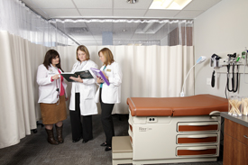 PA students in the state-of-the-art Patient Assessment laboratory.